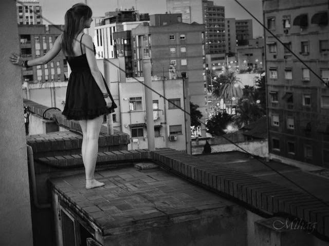 Menina Maléfica: Sozinha, Triste