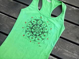 zielona bokserka bluzeczka na joge do ćwiczeń z mandalą