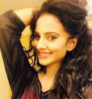 Biodata Heena Parmar sebagai Ishita Akash Sindhia