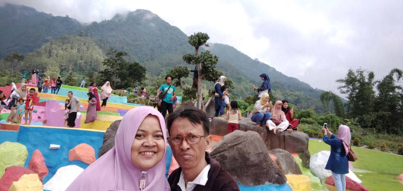 Objek Wisata Bumi Pelangi Kuningan Jawa Barat