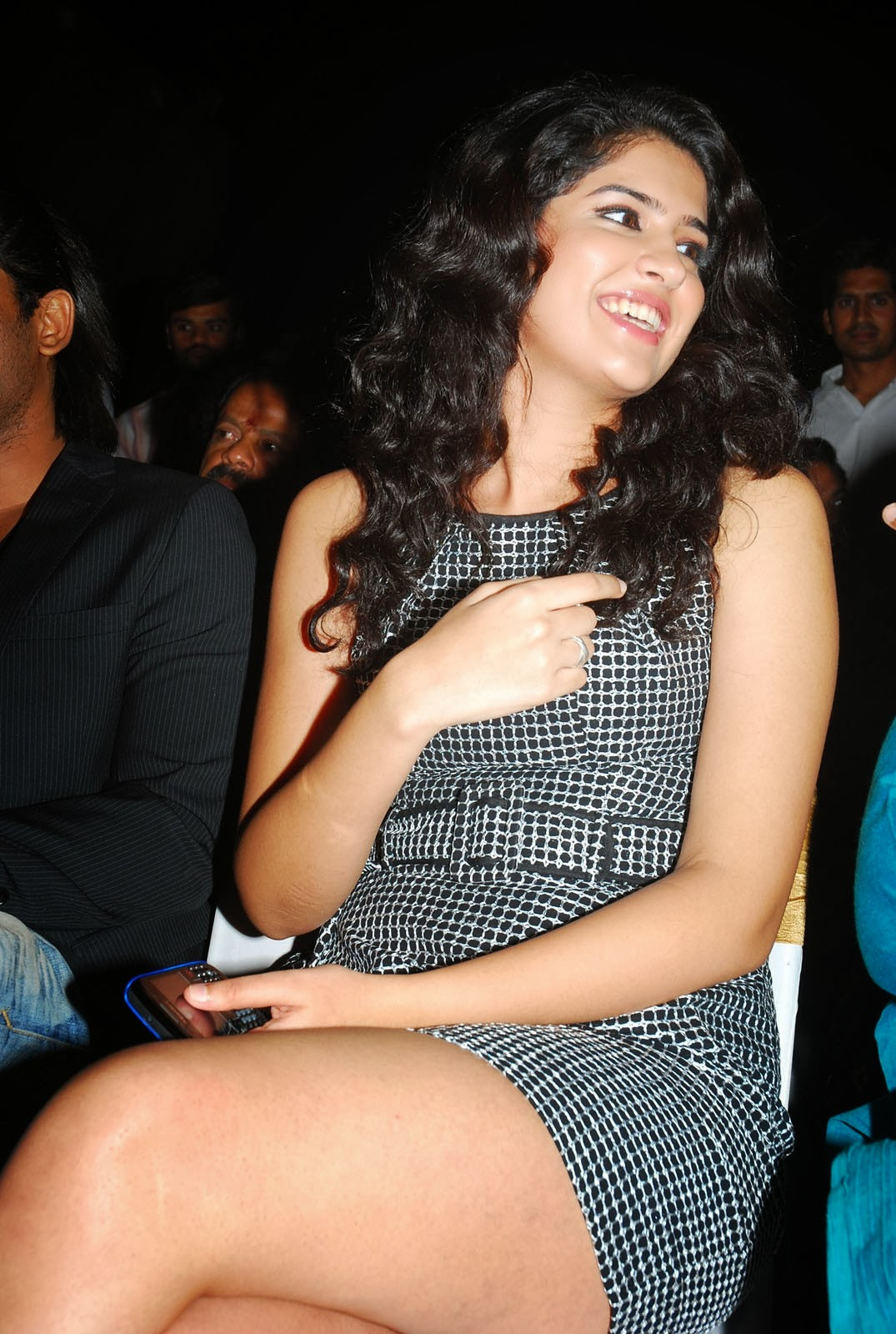 Deeksha Seth Sexy Thighs Shows Photos - Shiner Photos-8394