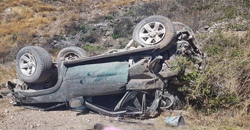 Tres escolares fallecen tras caída de camioneta a barranco en la Unión - Arequipa
