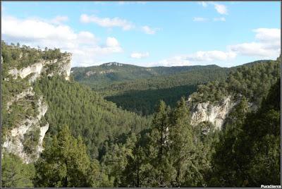 El valle vuelve a cerrarse al final del Parque y el Río Escabas se encañona de nuevo