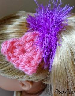 http://translate.googleusercontent.com/translate_c?depth=1&hl=es&rurl=translate.google.es&sl=en&tl=es&u=http://www.fiberfluxblog.com/2014/02/free-crochet-patternfuzzy-charm-hair.html&usg=ALkJrhgs2L5W76ez0zob-fIdAdZp43AL2w