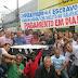 Sem salários, funcionários de Mesquita fazem enterro de prefeito