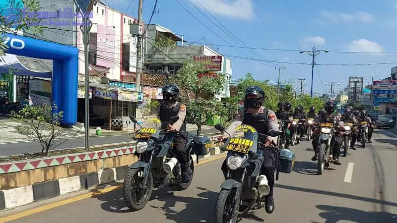 Tingkatkan Harkamtibmas, Polres Lampura Patroli Bersama Brimob dan TNI