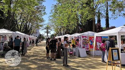 Stand de comercios y marcas locales en el Parque de Consolación de Utrera, en la I Jornada #UtreraEnFamilia.
