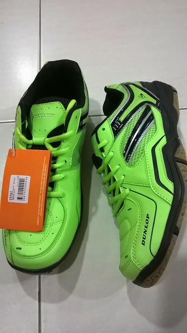 Gambar kasut badminton Dunlop D 5562 Malaysia berwarna hijau muda daun pisang