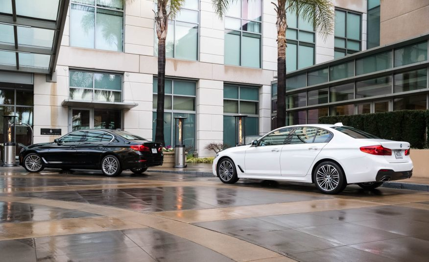 GIÁ XE BMW 520i và 530I ĐỜI MỚI MODEL 2019 VỀ VIỆT NAM BAO NHIÊU, SEDAN 4 CHỖ MÀU TRẮNG, MODEL 2019 MÀU ĐEN, BMW SERIES 5 NHẬP KHẨU NGUYÊN CHIẾC, SEDAN 4 CHỖ CAO CẤP