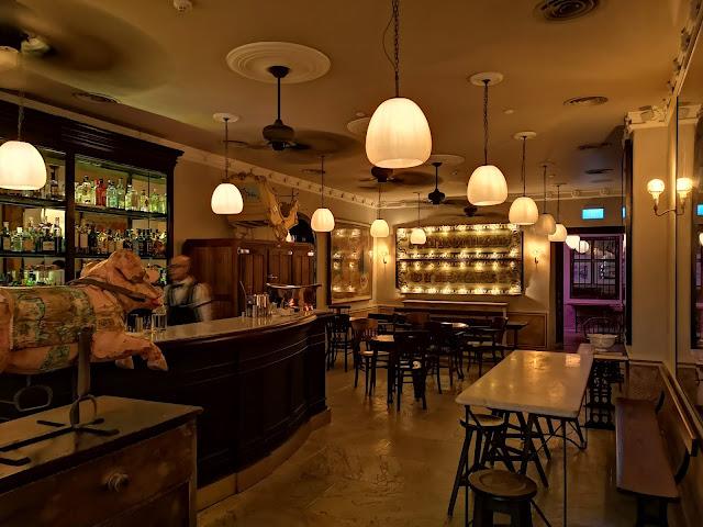 The English House - Bar