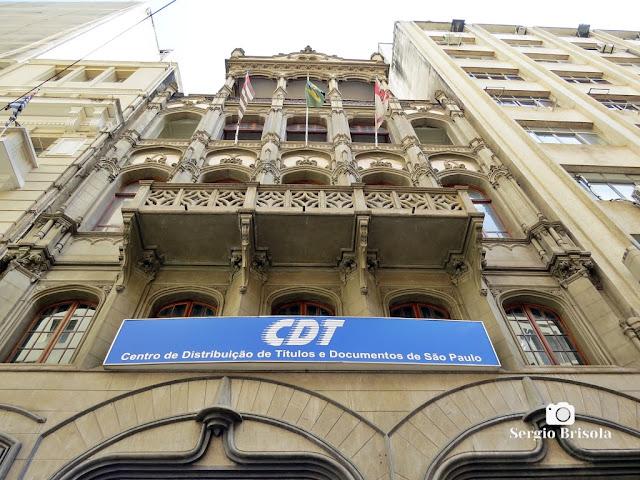Perspectiva inferior da fachada do Edifício José K. Fakhoury - Centro - São Paulo