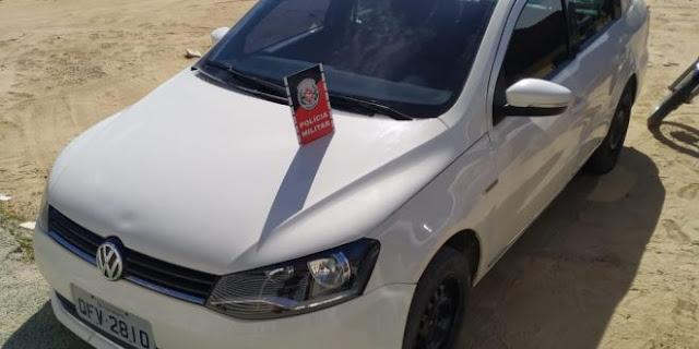 Polícia Militar apreende carro roubado em Brejo do Cruz