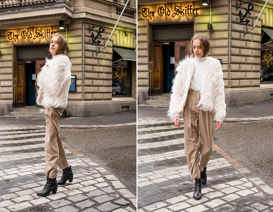 Neutraali asu: beiget housut, valkoinen poolo ja karvatakki // Neutral outfit: beige trousers, white turtleneck and faux fur coat