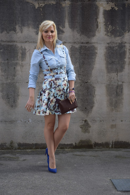 pinafore floral dress how to wear floral dress how to combine denim dress mariafelicia magno fashion blogger color block by felym fashion bloggers italy april outfit spring outfit