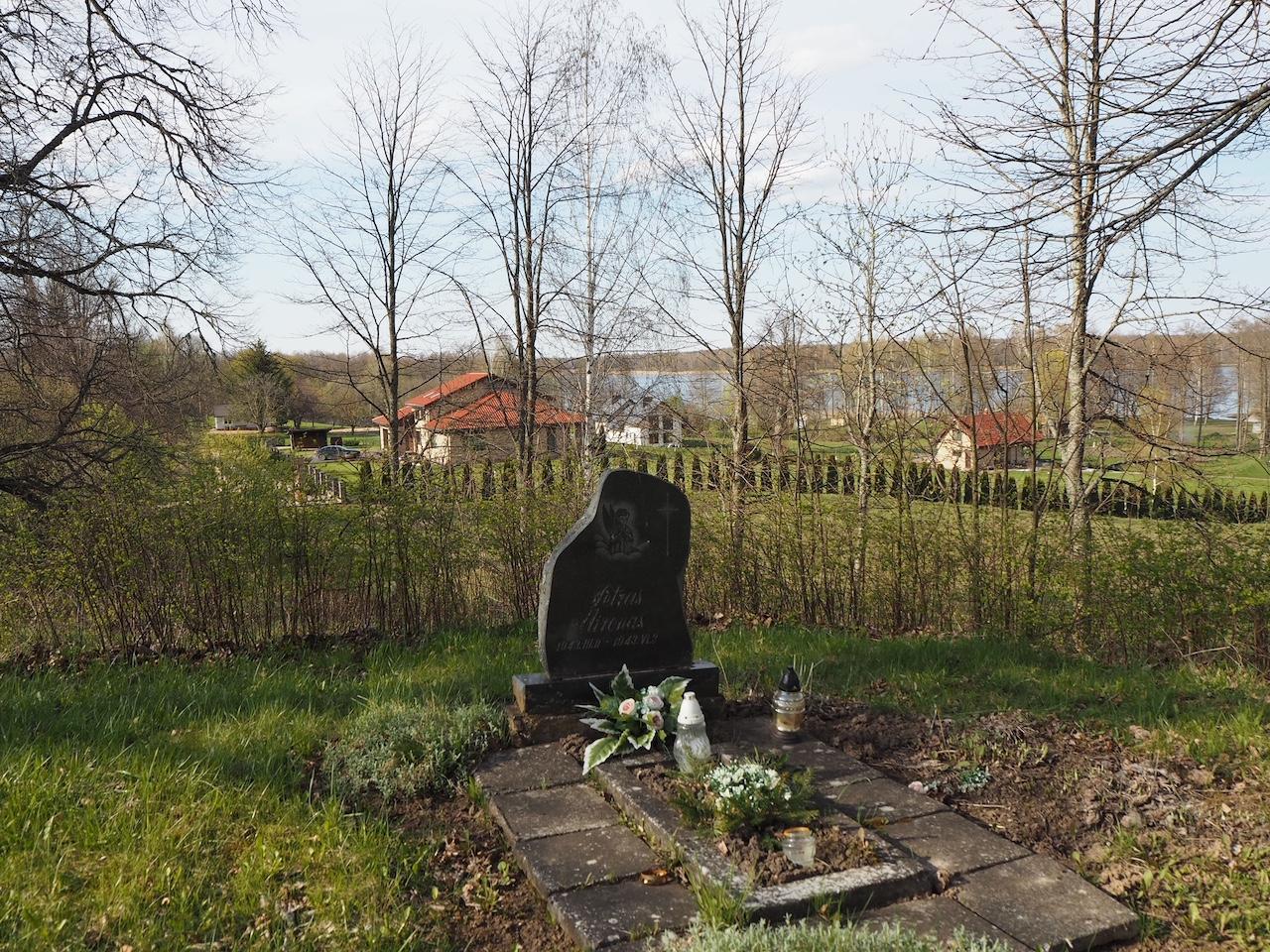 Petro Mirono kapas prie Bukaučiškių koplyčios