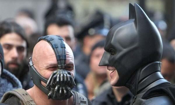 60 Iconic Behind-The-Scenes Pictures Of Actors That Underline The Difference Between Movies And Reality - Bane and Batman Best Friends Forever.