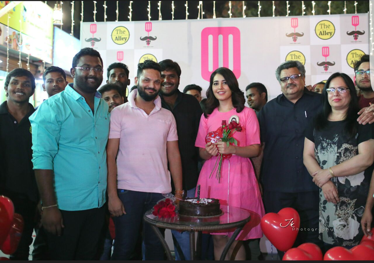 Actress Rashi Khanna Birthday Celebrations Photos