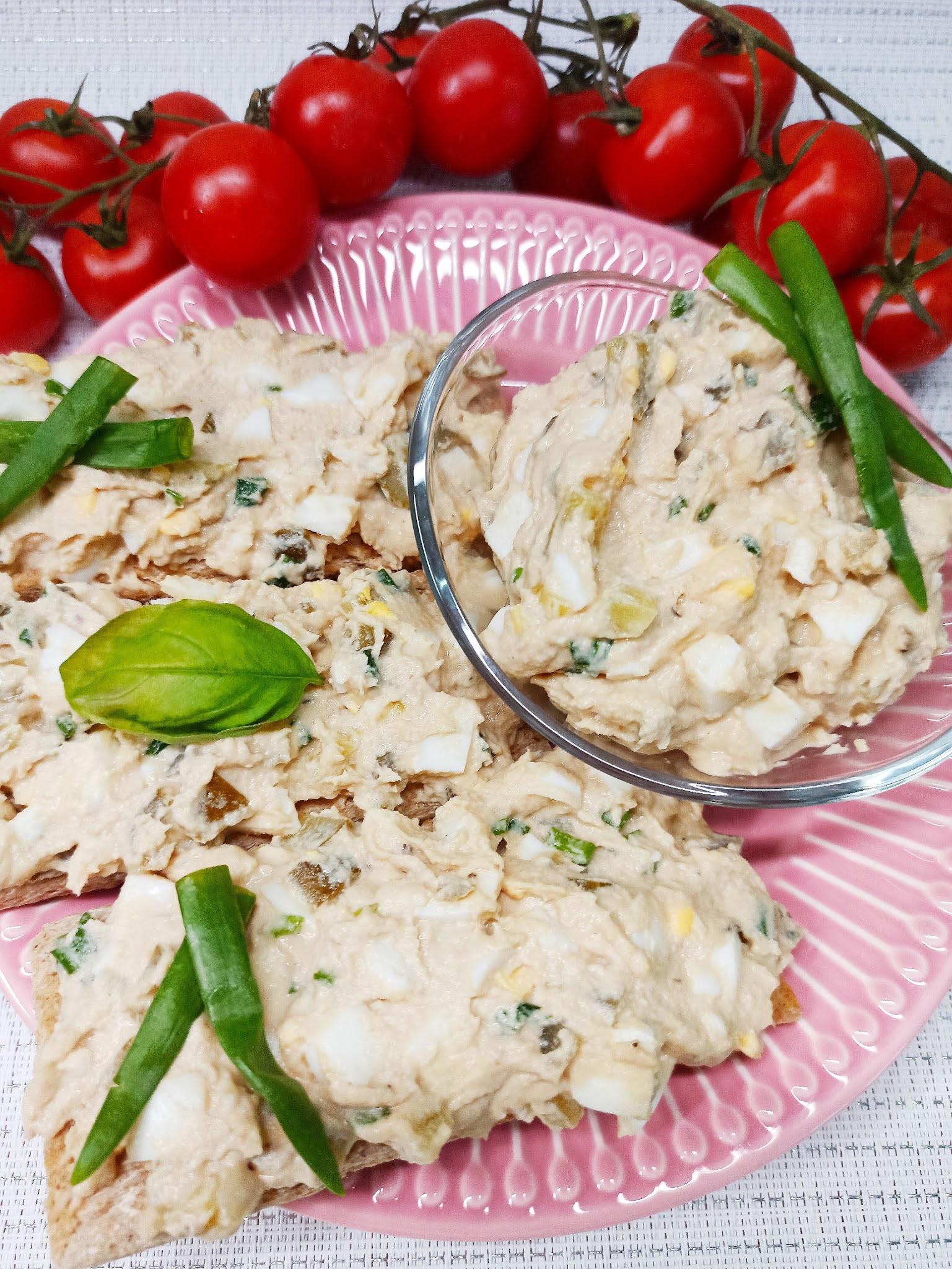 Pasta z makreli, jajek i ogórków kiszonych