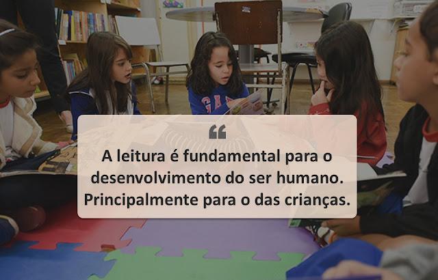Crianças e Leitura em biblioteca.