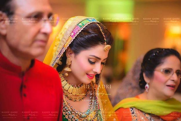 Lehenga For Mehndi Ceremony : Ayeza khan in awesome mehndi dress the concepts of