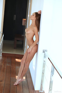 青少年的裸体女孩 - rise_21_30994_8.jpg