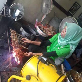 sate klopo ondomohen bu asih, kuliner surabaya, kuliner indonesia, sate indonesia, kota surabaya, sate madura, balaikota surabaya, makan sate di surabaya, kuliner nusantara, sate madura