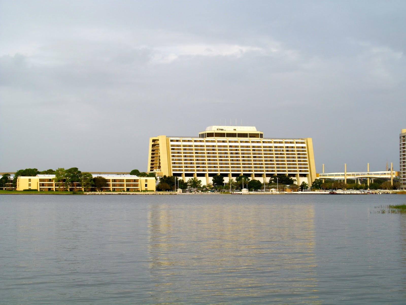 The Contemporary Resort - Walt Disney World Resort - www.ouroutdoortravels.blogspot.com