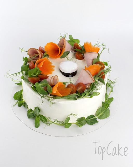 Kinkkuvoileipäkakku koristeltu YO-lakilla
