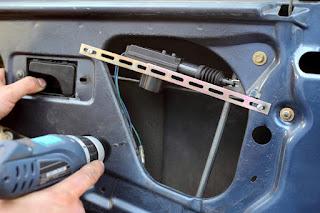 Comment remplacer les serrures de porte de voiture