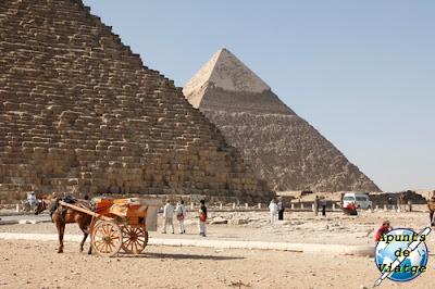 La pirámide de Kefrén está al lado de la de Keops