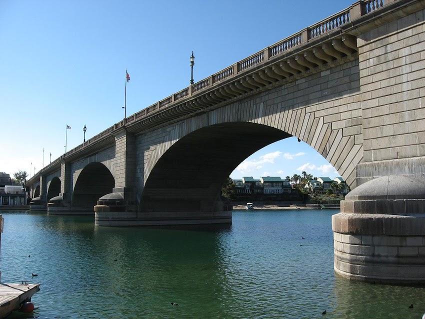 Lo Sapevi Che Il London Bridge di Lake Havasu City è un ponte ad arco situato nei pressi del lago Havasu