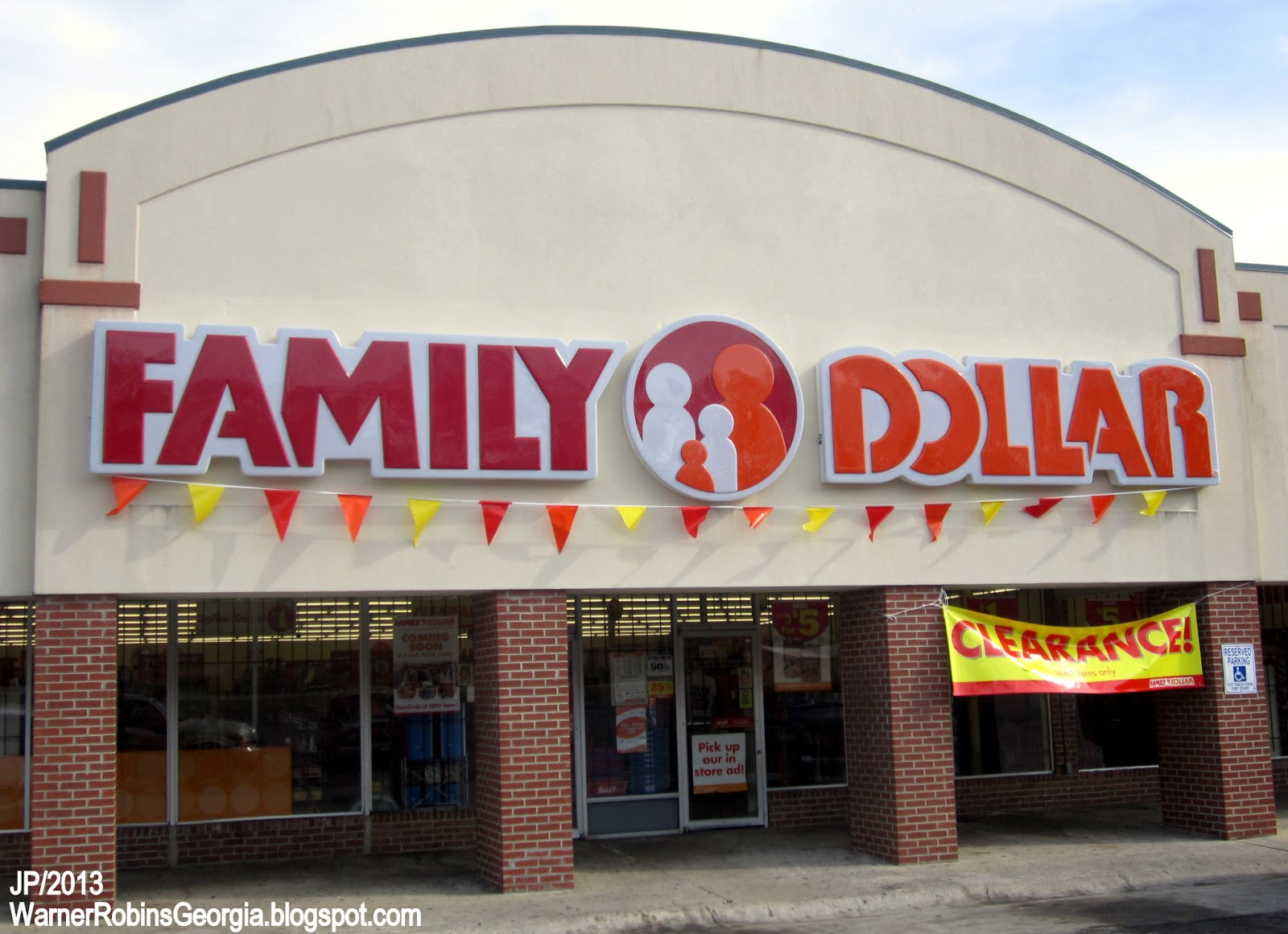 family dollar Family dollar hours and family dollar locations along with phone number and map with driving directions.