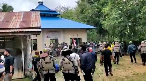 10 Pelaku Perusakan Masjid Ahmadiyah di Kalbar Ditangkap!