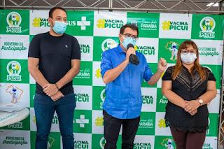Em Picuí, prefeito Olivânio abre campanha de vacinação conta covid-19