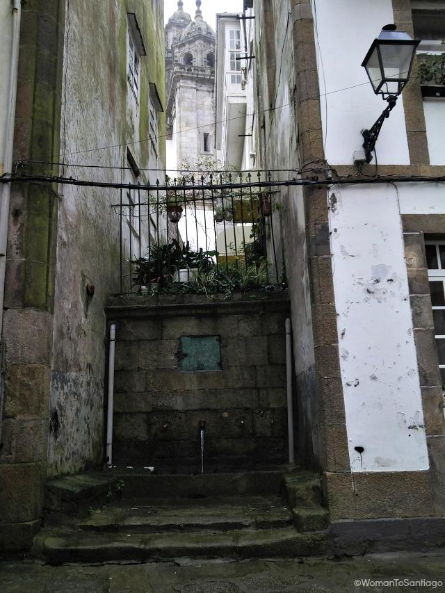 fuente-pontedeume-camino-de-santiago-ingles-womantosantiago