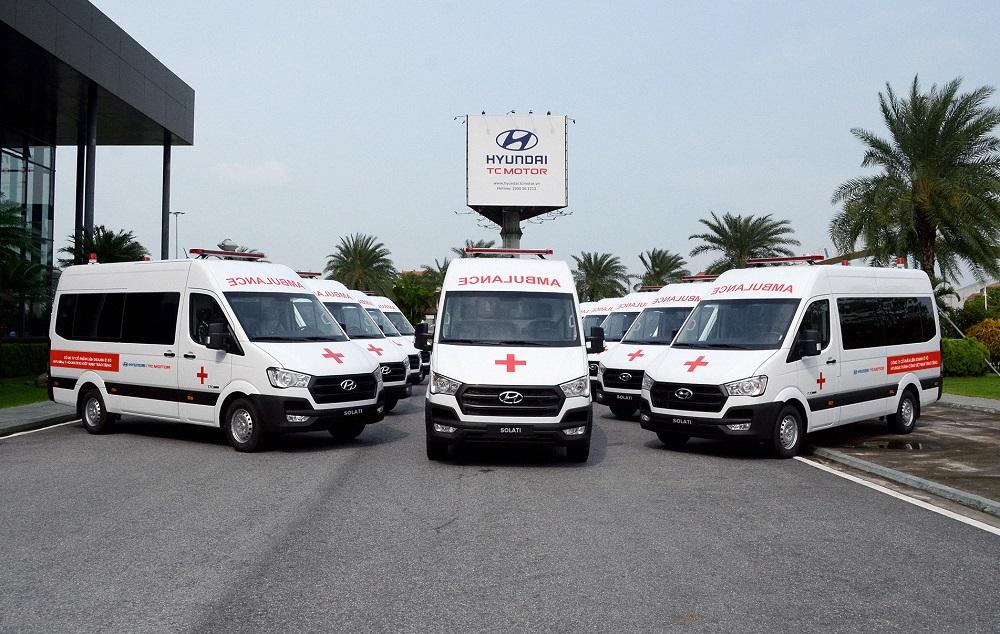 TC Motor trao tặng 10 xe cứu thương hỗ trợ chống dịch Covid-19