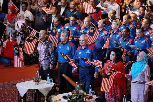 Gambar sambutan ambang merdeka 2016 bersama Perdana Menteri Datuk Seri Najib Razak di Dewan Merdeka, Pusat Dagangan Dunia Putra (PWTC), 6 gambar sambutan ambang malaysia merdeka 2016, gambar sambutan ambang merdeka ke-59 bersama perdana menteri datuk seri najib razak, debaran menuju ambang merdeka 2016 menunggu detik jam 12 tengah malam tanggal 31 ogos 2016, konsert merdeka sehati sejiwa sempena hari kebangsaan malaysia 2016