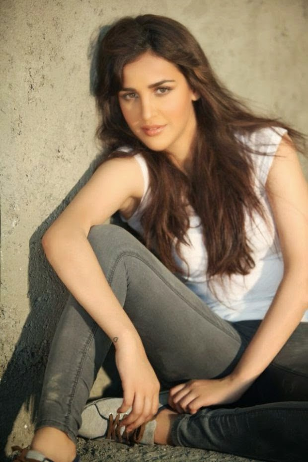 Aisha Sharma Sexy Photos ❤ *  ❤