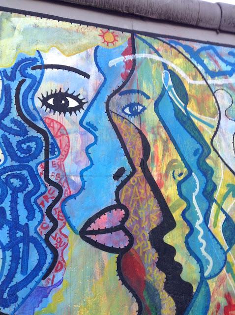 Mural caras de mujeres Berlín (Easy Side Gallery)