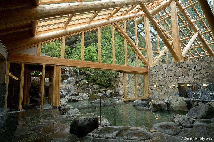 verrière, bassin et cascade dans le goshono-yu