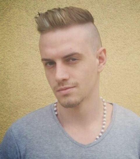 Potongan Rambut Pria Samping Belakang Tipis 2