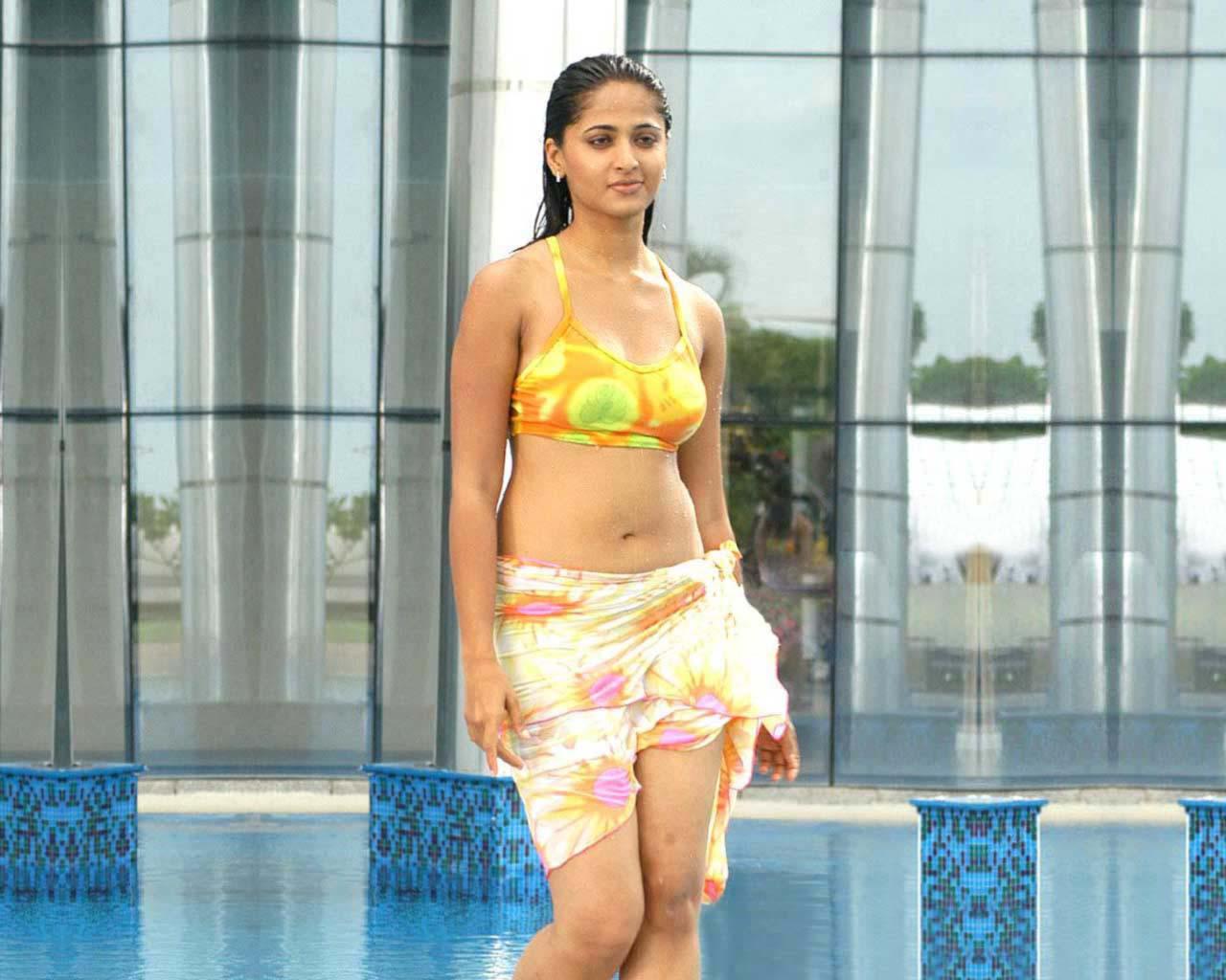 Anushka bikini video from billa