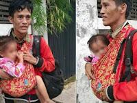 Sempat Bikin Netizen Terenyuh, Ternyata Begini Kisah Pria Jalan Tanpa Alas Kaki Sambil Gendong 2 Anak di Jakarta