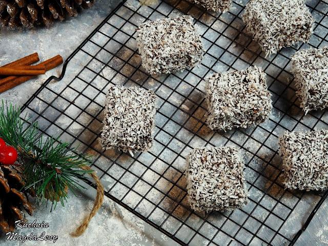 Biszkopt piernikowy w czekoladzie i wiórkach kokosowych