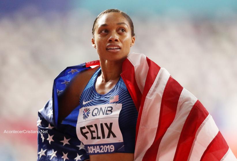 Atleta Allyson Felix en conferencia de prensa