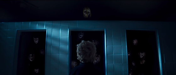 A lenda da loira do banheiro é muito conhecida no Brasil, já invocou essa mulher no banheiro de sua escola?