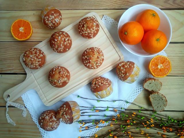 Magdalenas de vino dulce y naranja. Receta tradicional, esponjosas, fáciles, ricas, sencillas, desayuno, merienda postre, de toda la vida. Con horno. Cuca