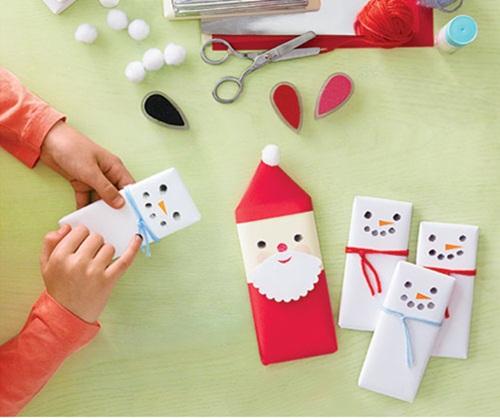 Podes obsequiar en la mesa navideña, estos pequeños detalles con motivos de Papa Noel.