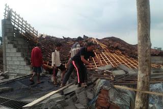Dua Orang Terluka, Puting Beliung Terjang 7 Kecamatan di Magetan