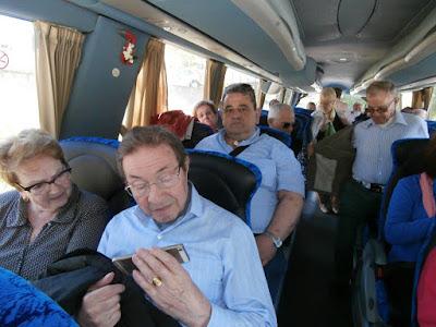 Los socios y acompañantes de ABL, en el autocar